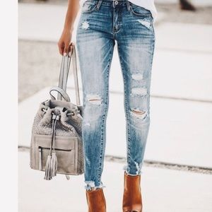 Moussy Distressed Skinny Crop